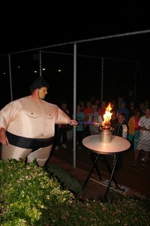 Ukkie Tukkie 2012, trainer Raymond ontsteekt de vlam